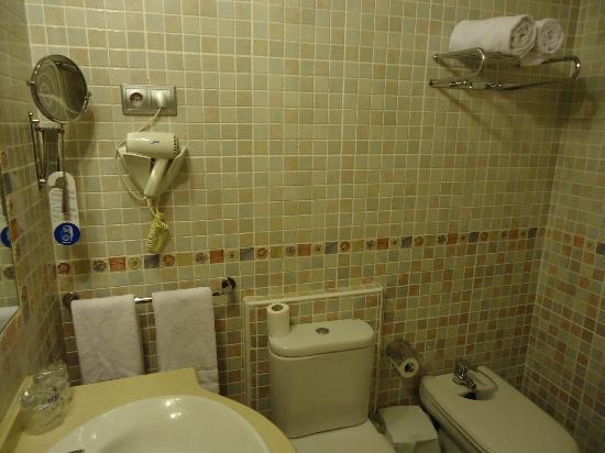 Hotel YIT Mirador de Santa Ana: azulejos del baño