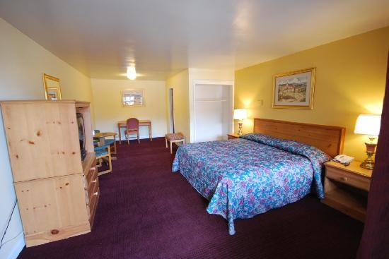 Midway Inn & Suites: King Size Bed Room