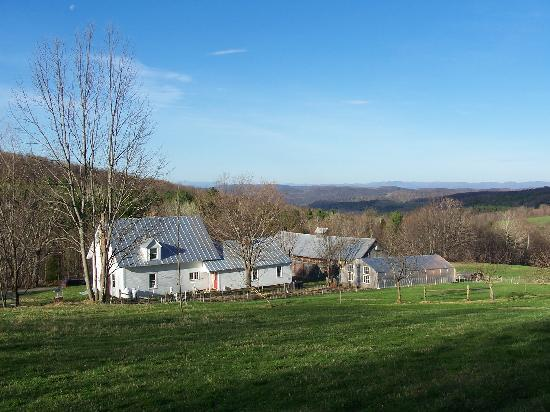 Vermont Grand View Farm and Bed & Breakfast: Spring time at the farm