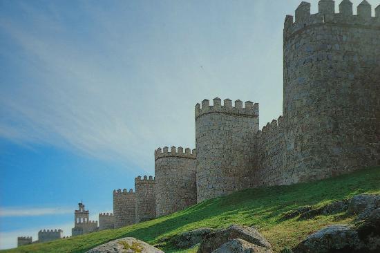 Ávila, España: muralla con el sol