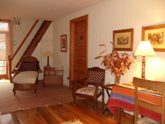 Hotel La Casona de Pucon: Hall dos quartos