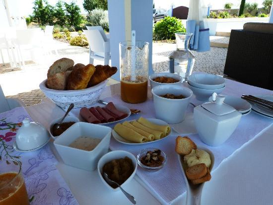 Quinta dos Bons Cheiros: Pequeno-almoço no exterior