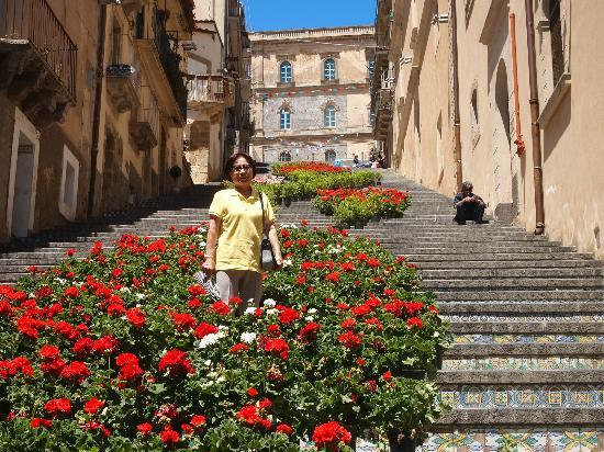 Caltagirone, Italia: Taking a breaking to smell the flowers