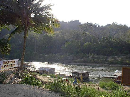 Tembeling Riverview Chalet: Village