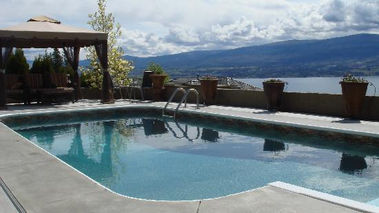 Bella Luna bed and breakfast: View of Okanagan Lake and Mountain