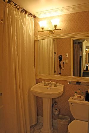 Bethesda Court Hotel: Bathroom