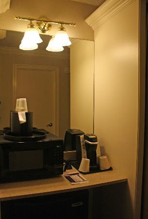 Bethesda Court Hotel: Keurig Coffee Maker!