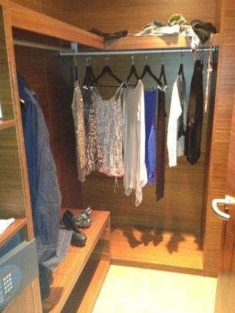 BEST WESTERN PREMIER BHR Treviso Hotel: closet