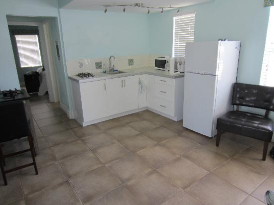 Hollywood Beachside Boutique Suites : Kitchen Area