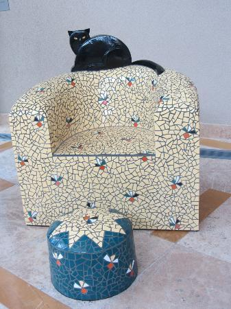 Albuquerque Museum: Tiled chair with cat