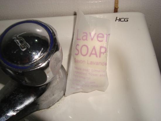 Hotel Henrico - Legarda: dirty bathroom