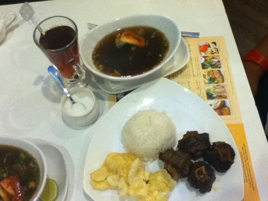 Bogor Cafe : medium grilled oxtail soup & hot tea