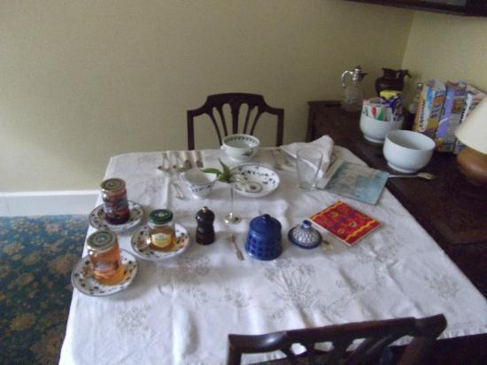 Tantallon Place Bed and Breakfast: breakfast table