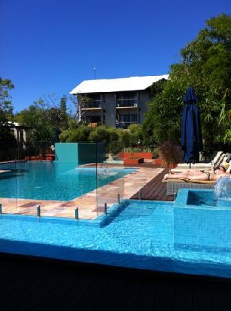 Kimberley Sands Resort & Spa: Broome blue sky and pool