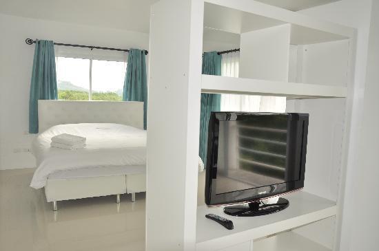Arun Seaview Apartment: Deluxe Seaview Bedroom