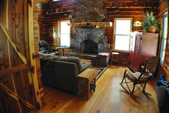 Ozark, AR: Comfy Living Room