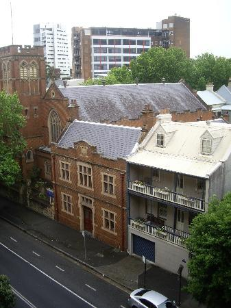 Adina Apartment Hotel Sydney Surry Hills: View from Bedroom balcony