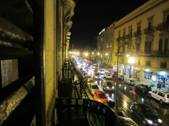 Bed and Breakfast Palermo Art: Night time view from our balcony