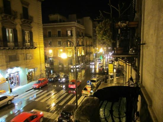 Bed and Breakfast Palermo Art: Bustling Palermo from our balcony