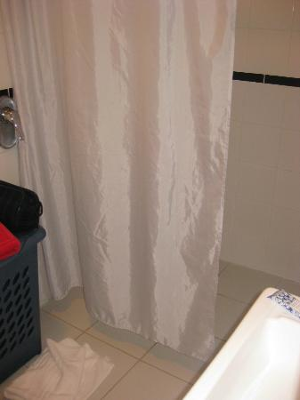 Diana's Place Lake View Accommodation: shower in second bedroom