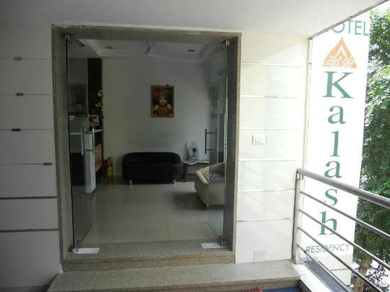 Hotel Kalash Residency : entrance