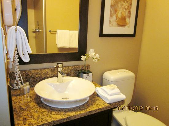 The Parkside Hotel & Spa: 2nd full bathroom