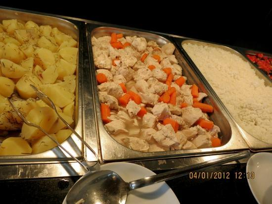 Goreme Kaya Hotel: Buffet - boiled chicken & boiled potatoes