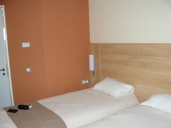 Hotel Ibis: The room