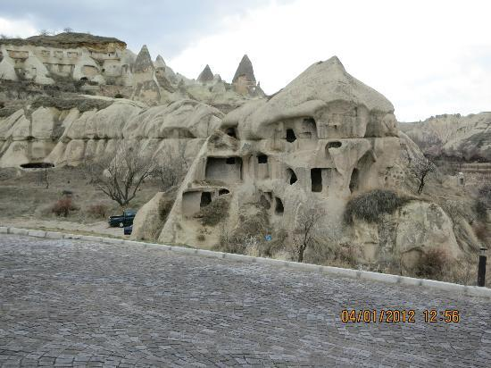 Göreme Kaya Otel: right outside the hotel