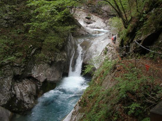 Yamanashi, ญี่ปุ่น: 西沢渓谷の醍醐味 滝と青い水 ③