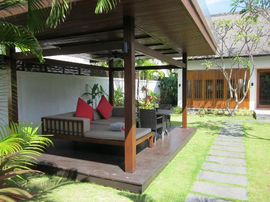 The Samaya Bali Seminyak: Outside patio