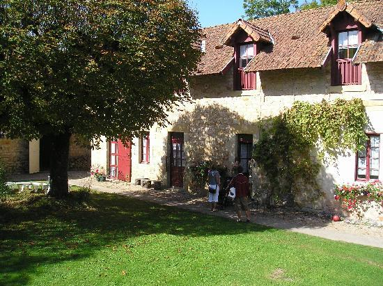 Le Pavillon de St. Agnan: Gite building