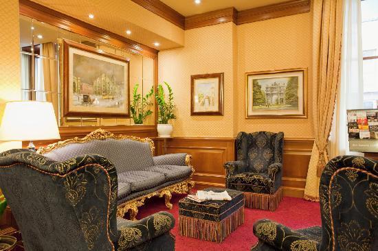 Hotel Berna : Sitting Corner (lobby)