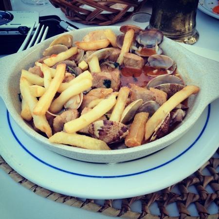 A Lagosteira: pork and clams, yum!