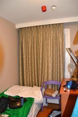 Inner Hotel: Zimmer (bereits mit meiner neuen Bettwäsche (grün))