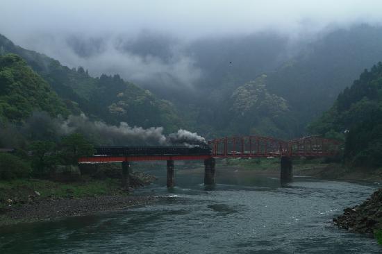 Kumamoto Prefecture, Japan: 鎌瀬駅近くの球磨川第一橋梁