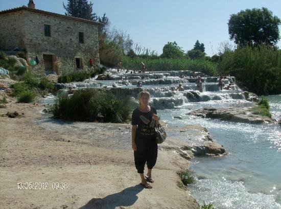 Saturnia, Italia: molino e cascate del gorello con acque sulfuree