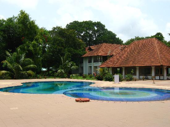 Bolgatty Palace & Island Resort: Swimming Pool
