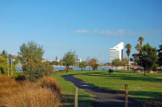 Discovery Parks - Koombana Bay: The view of Leschenault Inlet from the backyard of the chalet