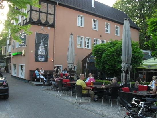 Deutsches Haus : Next to the Pader River on a cobbled street