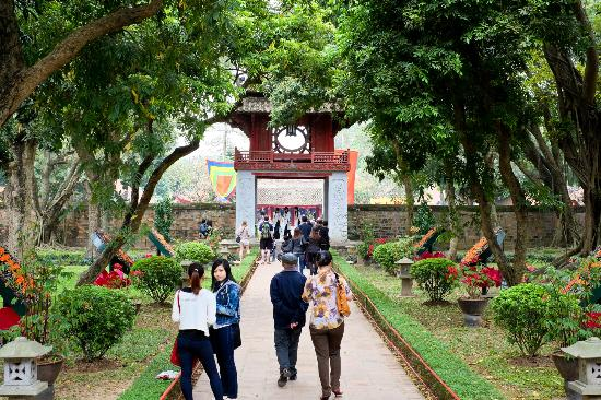 HanoiKids Tour : Inside the Temple of Literature