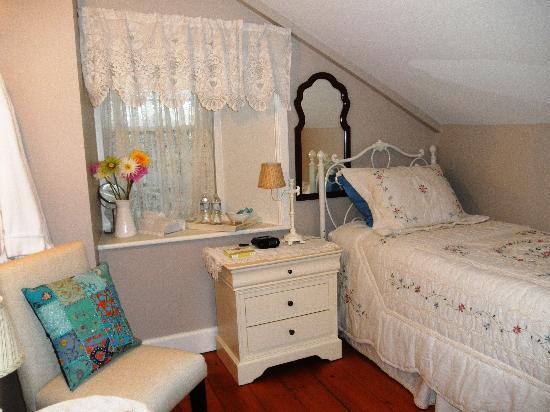 Elizabeth Manor Bed and Breakfast: Twin Room