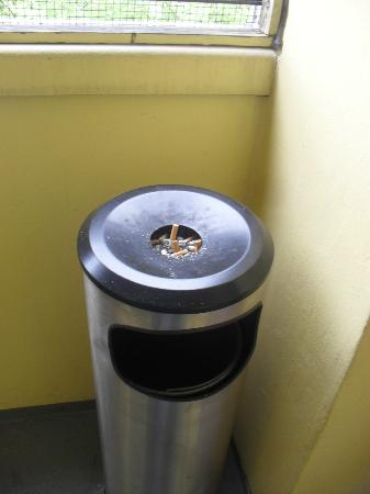 Best Western Plus Arosa Hotel: Un-emptied ashtrays on the other side of emergency stairwells.