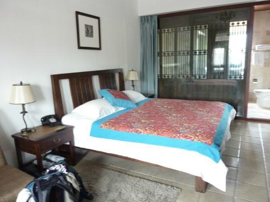 Jingshan Garden Hotel: Our upstairs bedroom