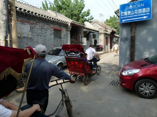 Jingshan Garden Hotel: Redwall in the Hutongs