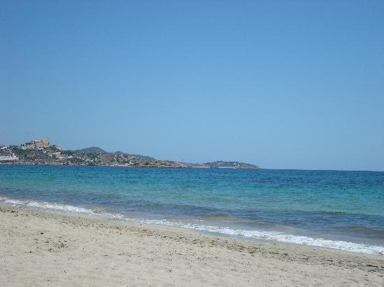 Photo of Beach Platja d'en Bossa at Ctra. Platja D'en Bossa, Sant Jordi, Spain