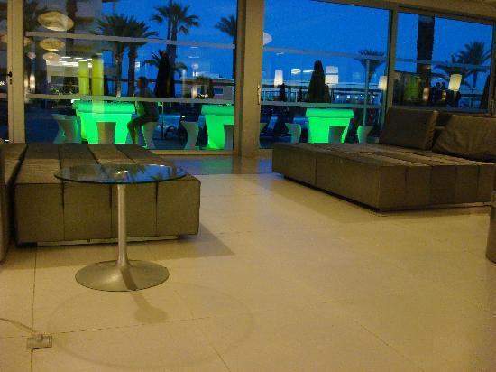 Platja d'en Bossa: Playa d en Bossa (Hotel LTI Fashion Garbi) Hier wurden wir vom Personal bestohlen !!!