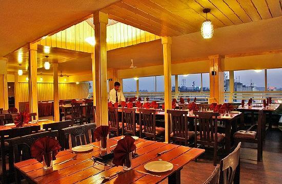 Hotel Presidency Towers: Sky Deck Restaurant