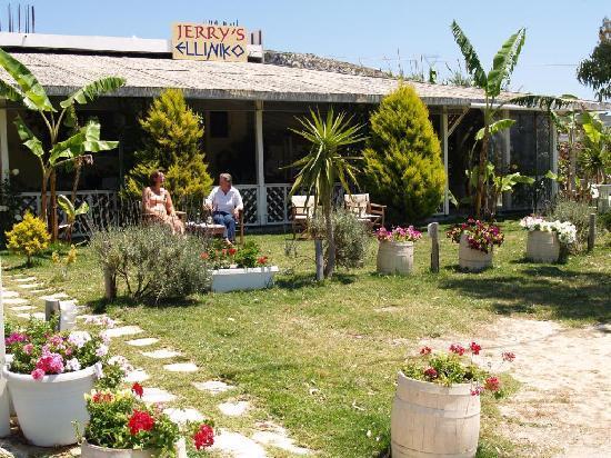 Jerry's Elliniko: Located on Main Road Argostoli - Skala