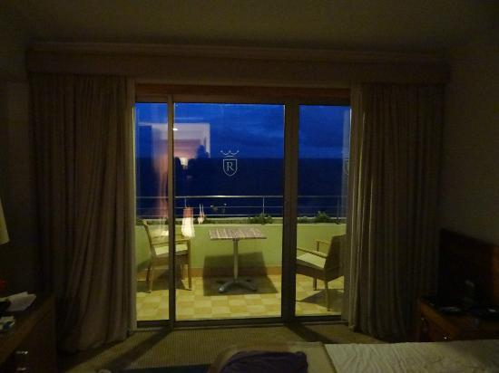 Madeira Regency Cliff: night view from room